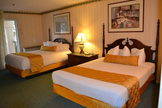 Romantic Double Queen Hotel Room near Amargosa Valley